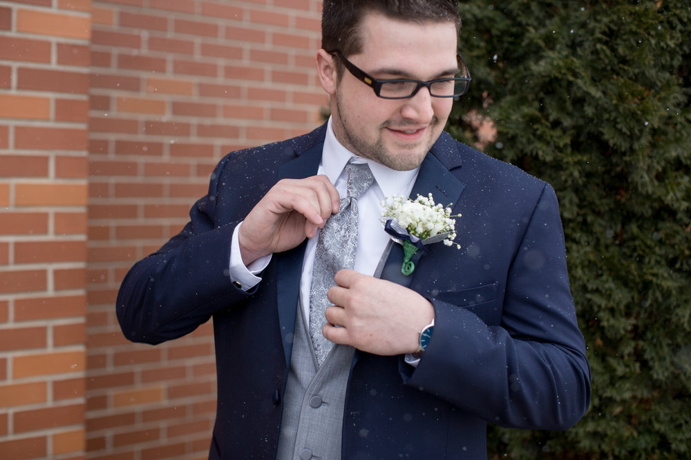 groom-photos-day-of-wedding