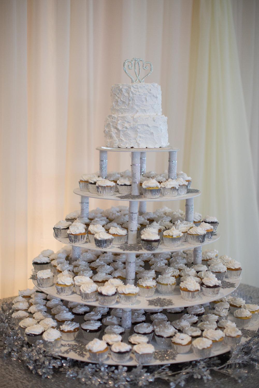 silver-navy-blue-winter-wedding