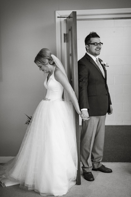 bride-groom-praying-together