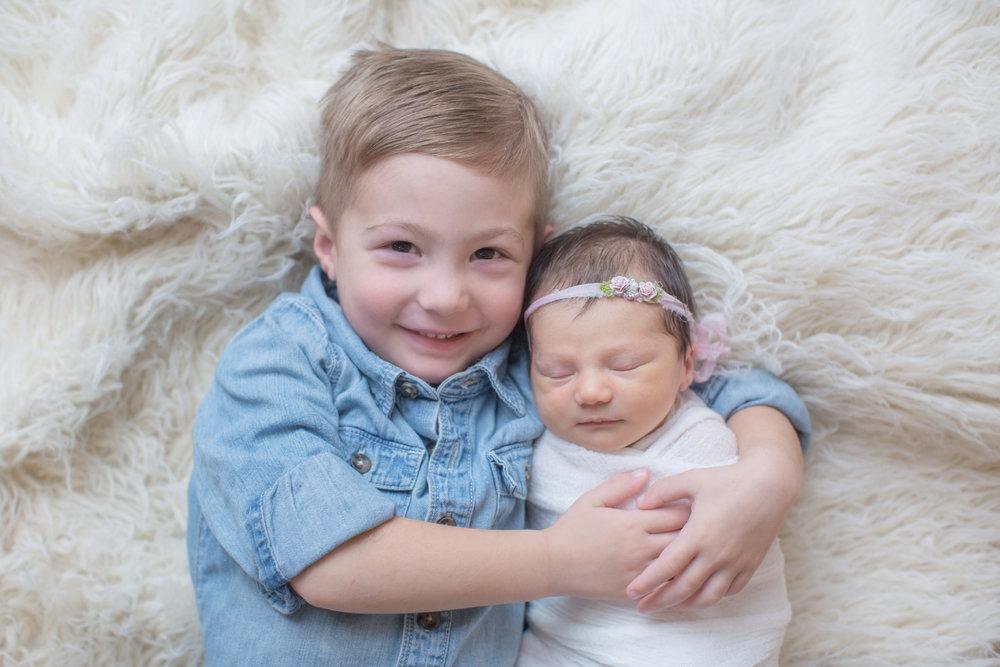 newborn sibling photo with big brother in davison michigan