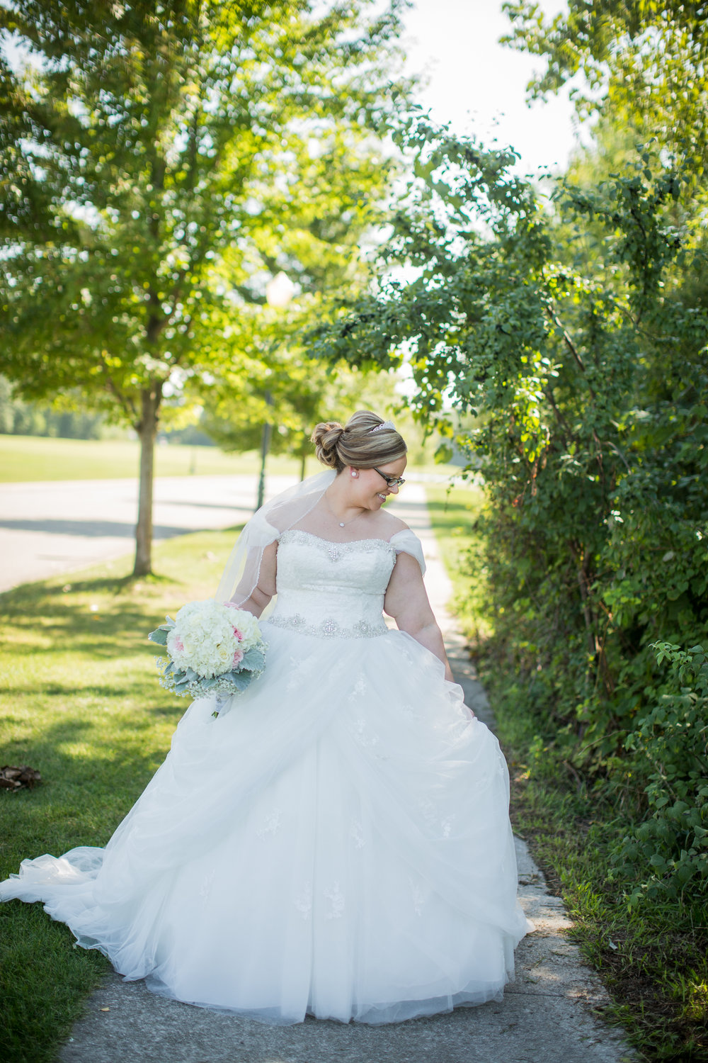 plus-size-bride-on-wedding-day-kayes-photography