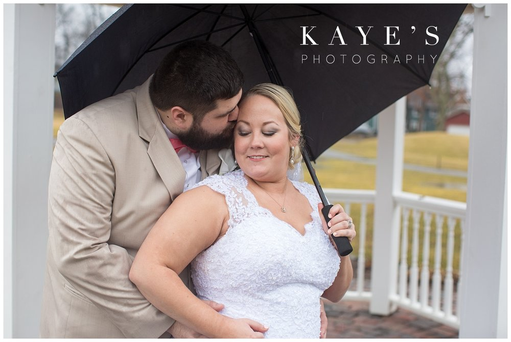 rainy day bride and groom portraits by kaye's photography in detroit michigan