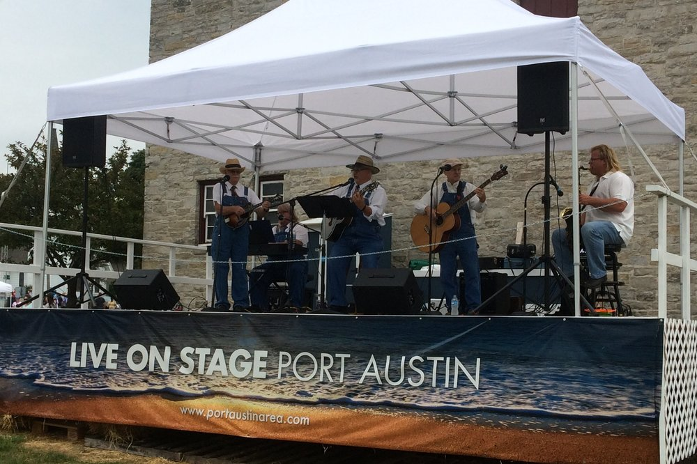 Farmers Market - Every Saturday during the Famers Market Live on Stage! features live musical entertainment from the local area and throughout the Great Lakes region on their outdoor stage.Bring a lawn chair or blanket, relax and enjoy a delightful array of music while you shop.