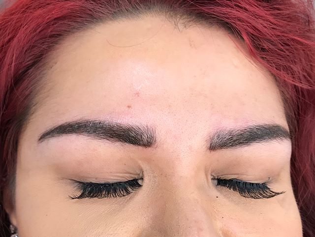 Eyebrow enhancement on my beautiful client 🙌  Combo of microblading and shading☺️ ❤️The picture was taken just after her second/perfecting session❤️ . . #brows #microblading #bladeandshade #featherbrows #microfeathering #microstroking #3deyebrows #fullbrows #fluffybrows #fierce #browsonpoint #spmu #microbladingartist #fleekybrows #browsonfleek #browgamestrong #naturalbrows #fluffybrows #boldbrows #browsonpoint #microbladingeyebrows #piercings  #envybodypiercing #californiabrows #californiamicroblading #browsfordays #browsbycorinne #corinneenvy