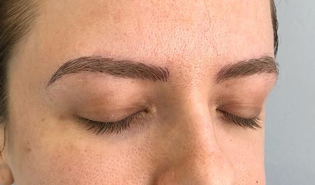 Keep your natural shape and just dial it up?...Sure! ☺️ . . #brows #microblading #featherbrows #microfeathering #microstroking #micropigmentation #3deyebrows #spmu #permanentmakeup #permanentbrows #browgamestrong #naturalbrows #microbladingeyebrows #envybodypiercing #californiabrows #californiamicroblading #browsbycorinne #corinneenvy