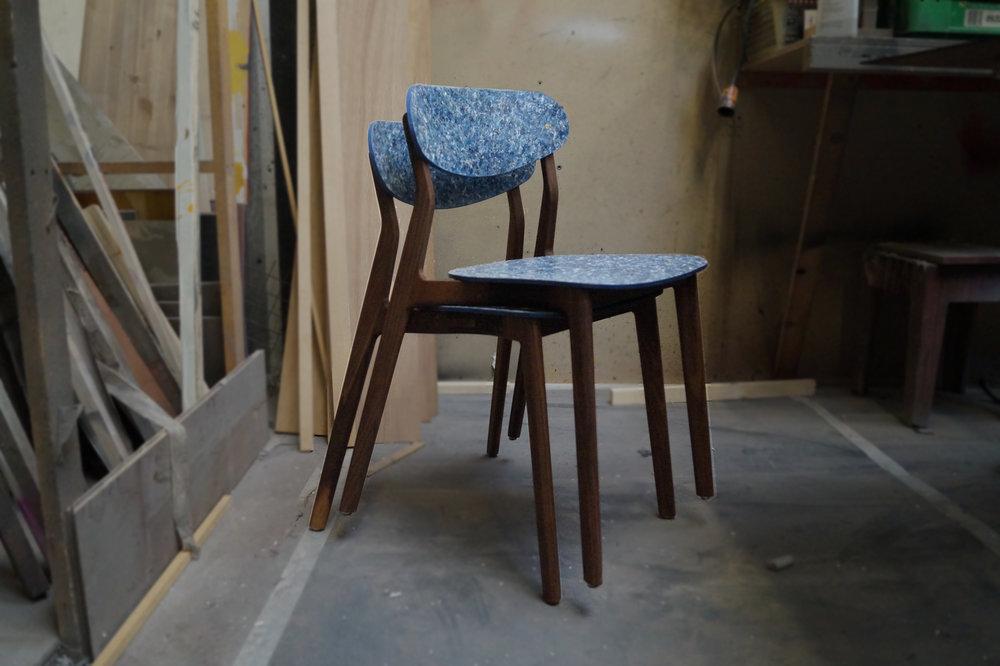 Ubu_Chair_Iso_Stacked_Dark_02.jpg