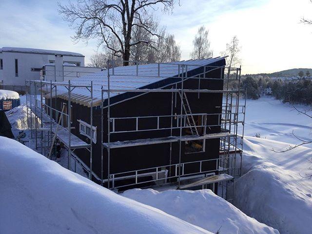 Ikke lett og bygge når snøen er høyere enn første etg. #blenderentreprenor #projectbyblender #blendergruppen #bolig #enebolig #drammen