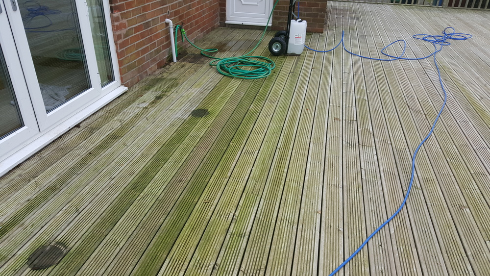 Green algae removal from decking using Soft Wash