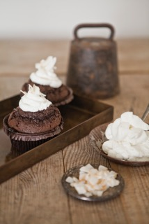 chokladmuffins_smältvhoklad_grädde_kokosflarn.jpeg
