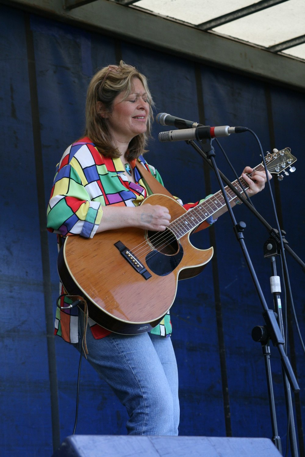 Sally Barker in concert.jpg