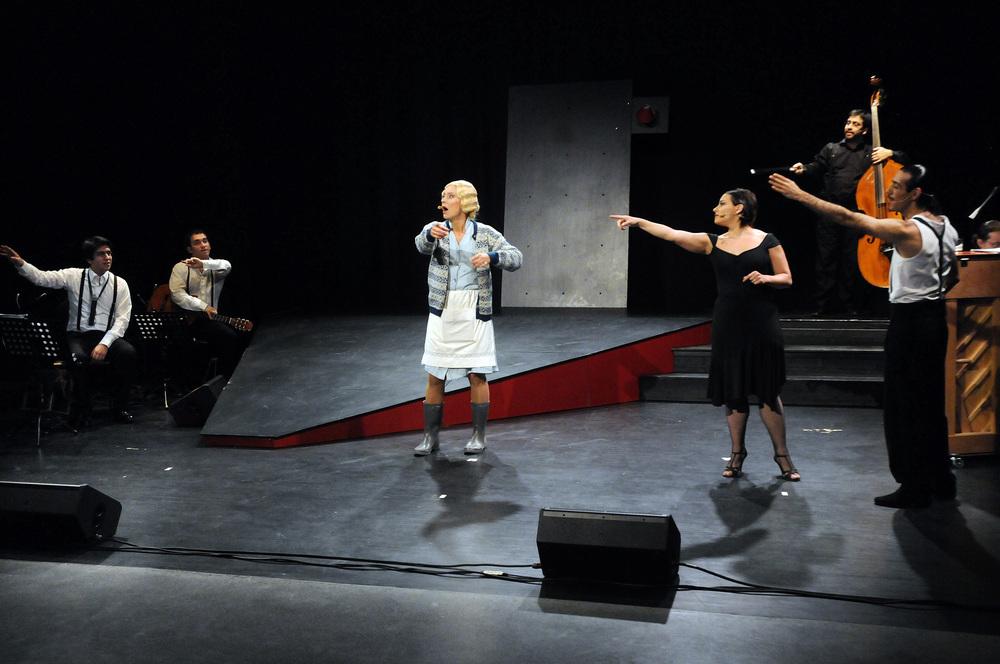 Nina Bendiksen. Gachi Fernández. Christian Mino. Julián Hermida. Pablo Motta. Nicolas Enrich. Juan Pablo Gallardo. Southbound (Sørover) 2011.