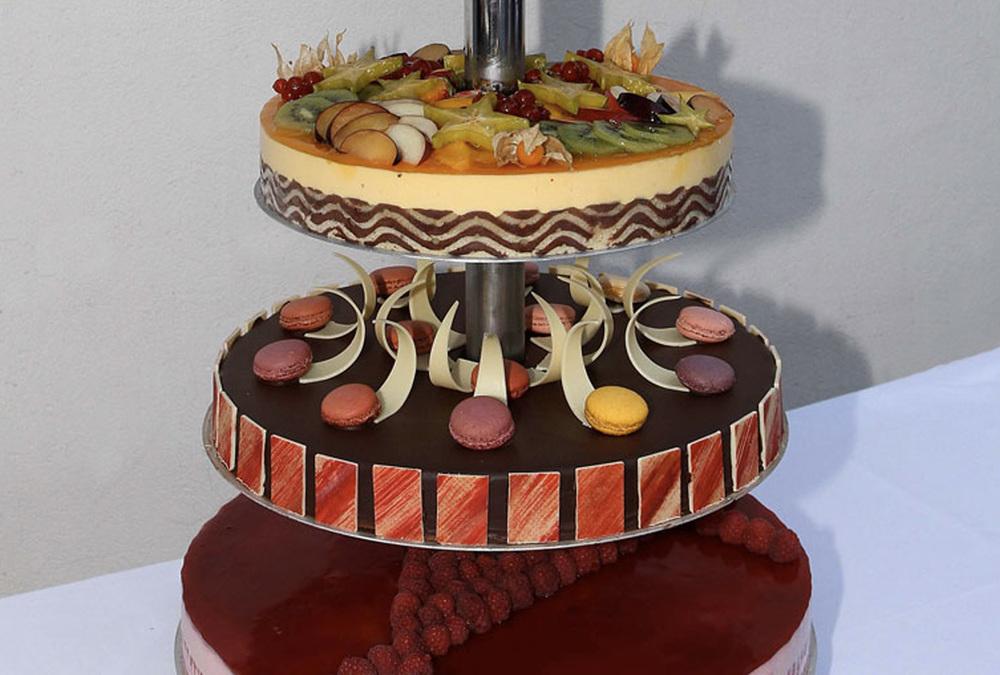boulangerie jade wedding cake piece montee