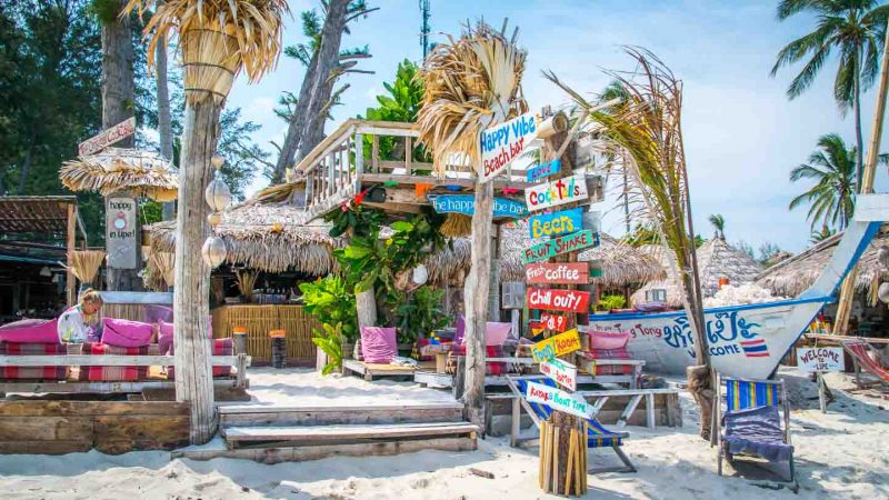 Ultimate-Koh-Lipe-Thailand-Travel-Guide-Happy-Vibe-Beach-Bar-800x450.jpg