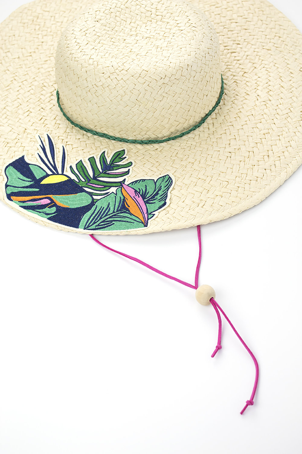 Tired of your sun hat flying off your head on vacation? Me too! Add this stampede string to your hat to keep it on your head where it belongs. Click for the DIY.