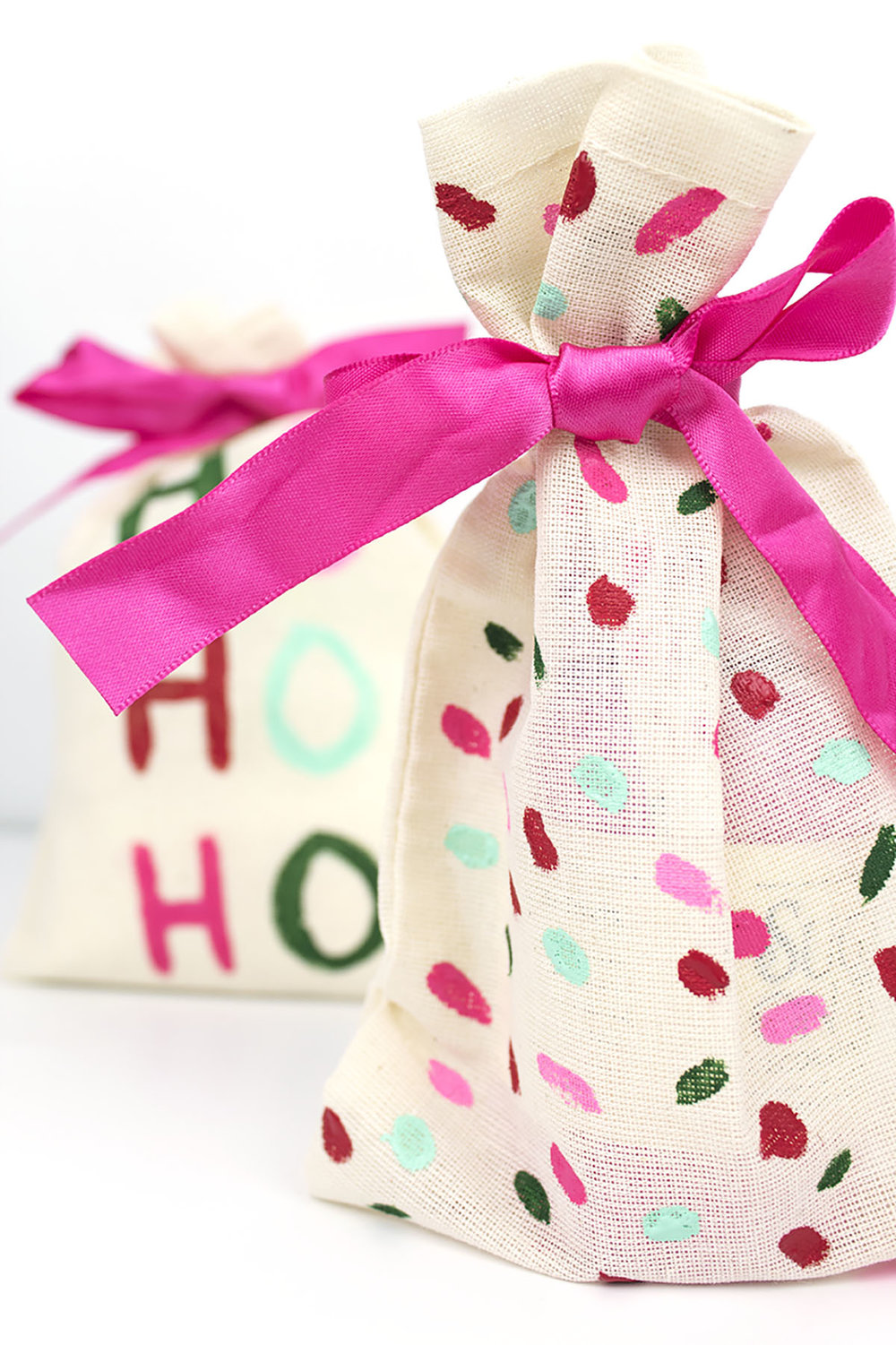 This Easy DIY holiday gift pouch is a perfect alternative to gift wrap! It's eco-friendly and reusable. Plus it's colorful and cute! Visit partyhardiy.com for more info. #giftwrap #christmasdiy #giftbag #christmascrafts #christmasgifts