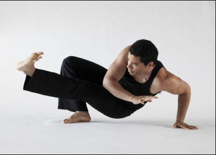 John Bentham    Yoga- og meditasjonslærer   John har praktisert og undervist yoga i over 30 år. Hans lærere er blant annet Sri Sharon Gannon, grunnlegger av Jivamukti Yoga og Duncan Wong, grunnlegger av Yogic Arts. John studerte Capoeira med Master João Grande i 1989. Han bodde i Shanghai fra 2005 til 2008 og grunnla Eight Treasures Yoga, som ble et svært populært studio blant yoga- og meditasjonsutøvere. I 2009 grunnla han Eight Treasures Yoga i Oslo sammen med sin kone Xia Liyang. Johns undervisningsmetoder kombinerer både østlige og vestlige tradisjoner, inkludert buddhisme og psykologi. Hans timer er alltid tankevekkende og inspirerende.  Bestill yoga med John  her .