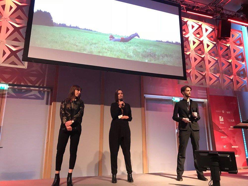 Selina Oczko, Julie Gaston und Robin Benito von Les Gastons beim Pitchen. Foto: Hessische Film- und Medienakademie