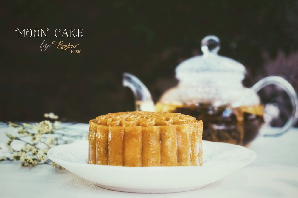 Fresh homemade moon cake by Bonjour Resto'