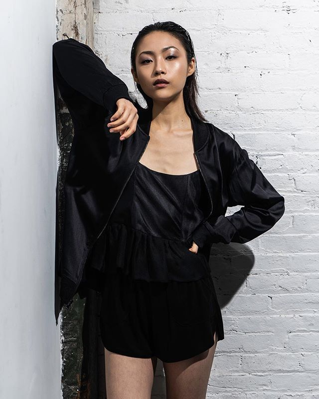 The Spring Summer 2019 reversible cotton mesh and silk charmeuse Felice jacket 🖤 with the Theo strap tank and Cayo stretch shorts.
