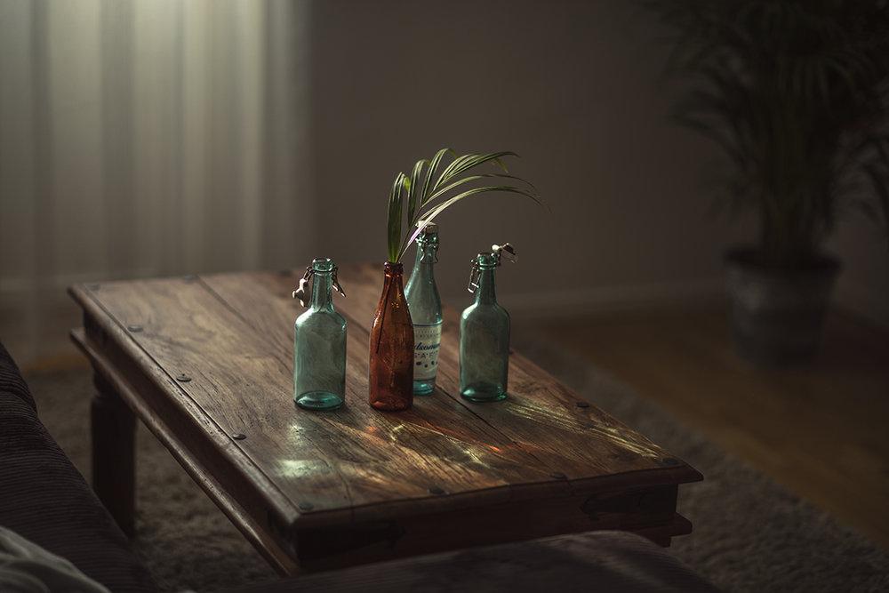 Jag är helt besatt av ljus, när jag ser att det är något fint ljus på väggen, någon cool skugga eller när det bildas fina mönster av ljuset. Då kan jag inte låta bli att ta bilder.
