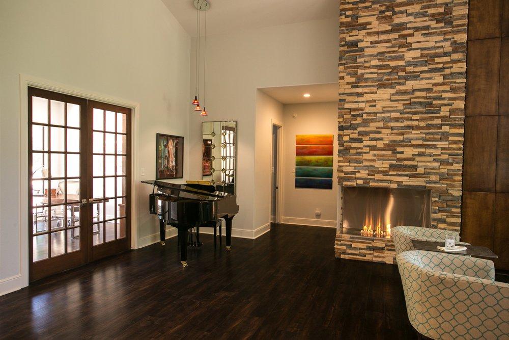 Dramatic art in modern lodge living room