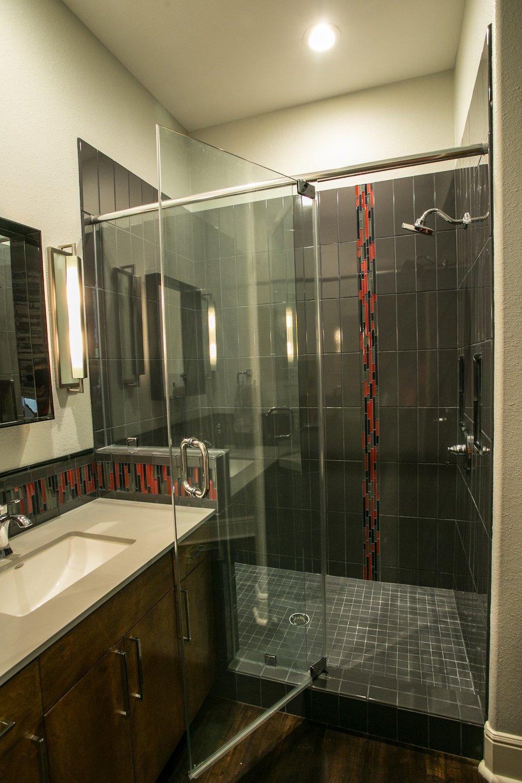 jillornelas.com/black-red-bathroom-nacogdoches.jpg