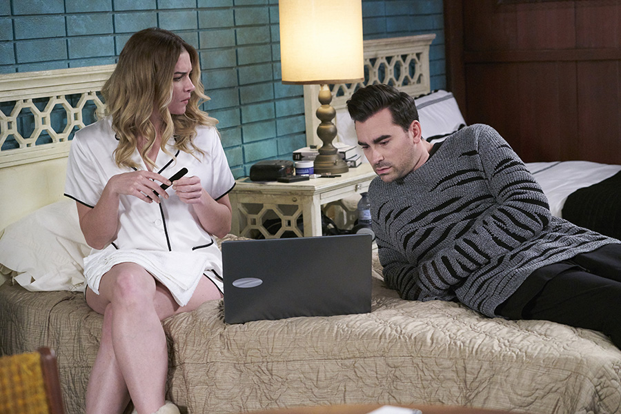 Alexis Rose (Annie Murphy) and David Rose (Daniel Levy) relax in their motel room.
