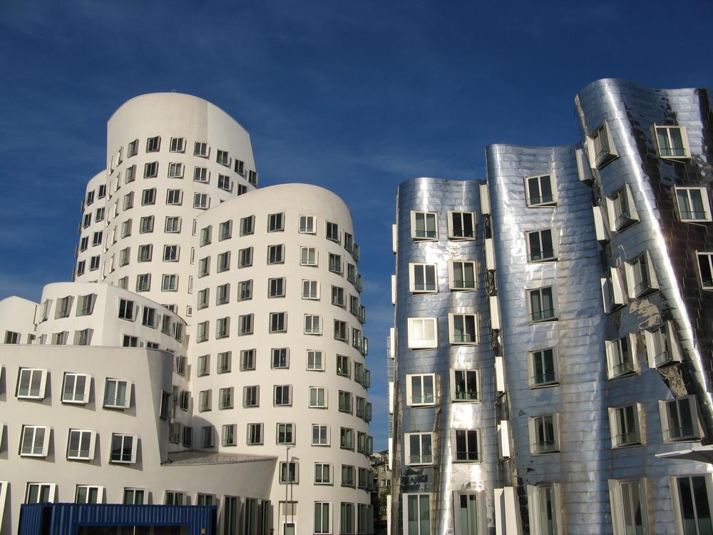 Düsseldorf,_Medienhafen.jpg