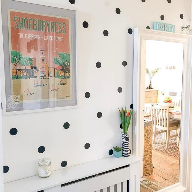 I just love this photo by @lifeatthegreyhouse  Especially the poker dot wall!  #Repost #shoeburyness #southendonsea #fendellposters