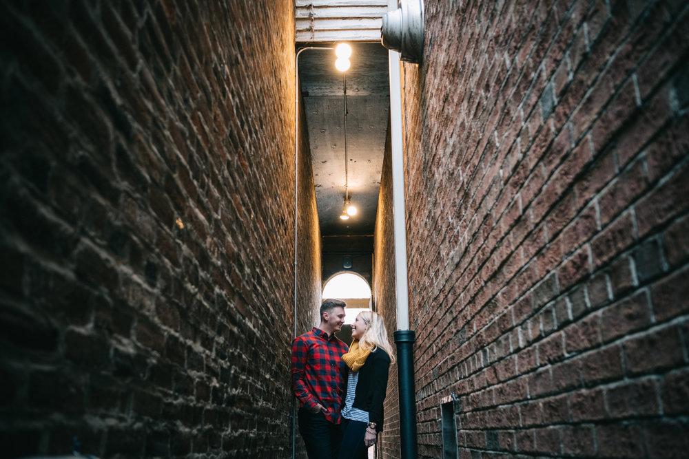 leesburg alleyway engagement photo