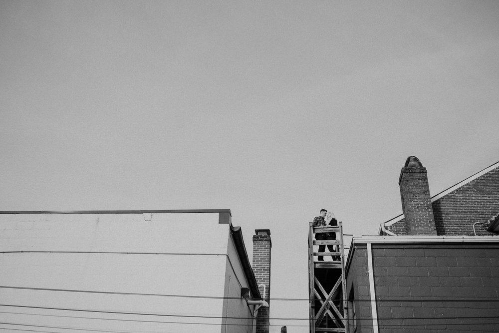 historic leesburg rooftops engagement picture
