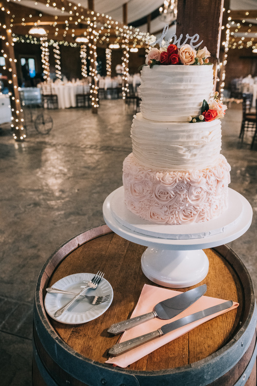 wedding cake detail inspiration bluemont vineyard