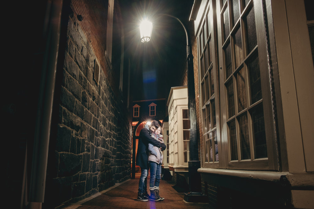 leesburg virginia couple portraits at night in the historic district