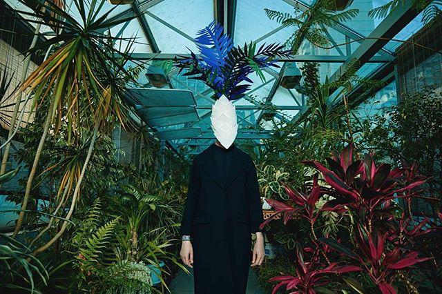 Здорово поснимали с @venerakazarova и @nimira для @sncmagazine Стайлак @yulia_shkliar #knyazev #nature #art #design #paperart #mask #venerakazarova
