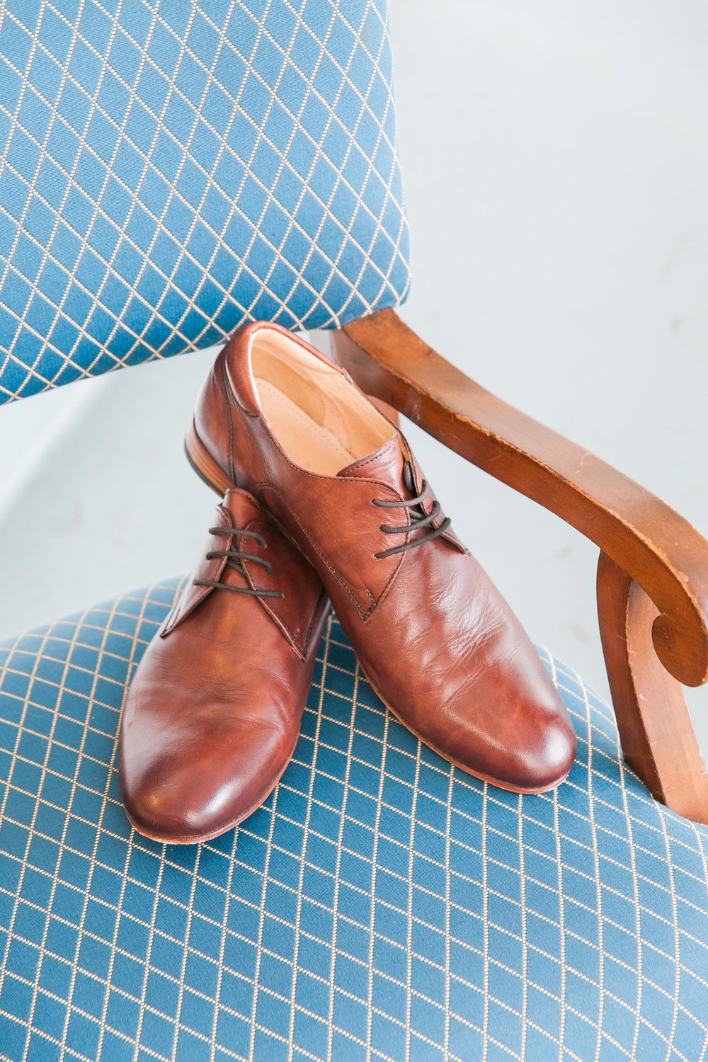 Groom's brown shoe details