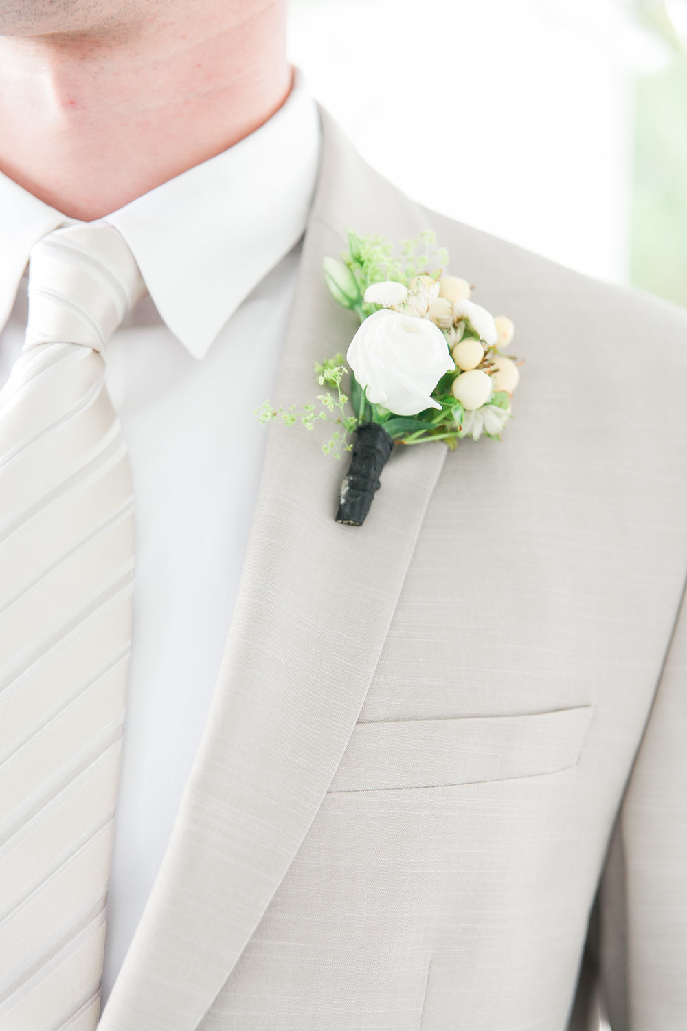 Groom's neutral boutonniere detail