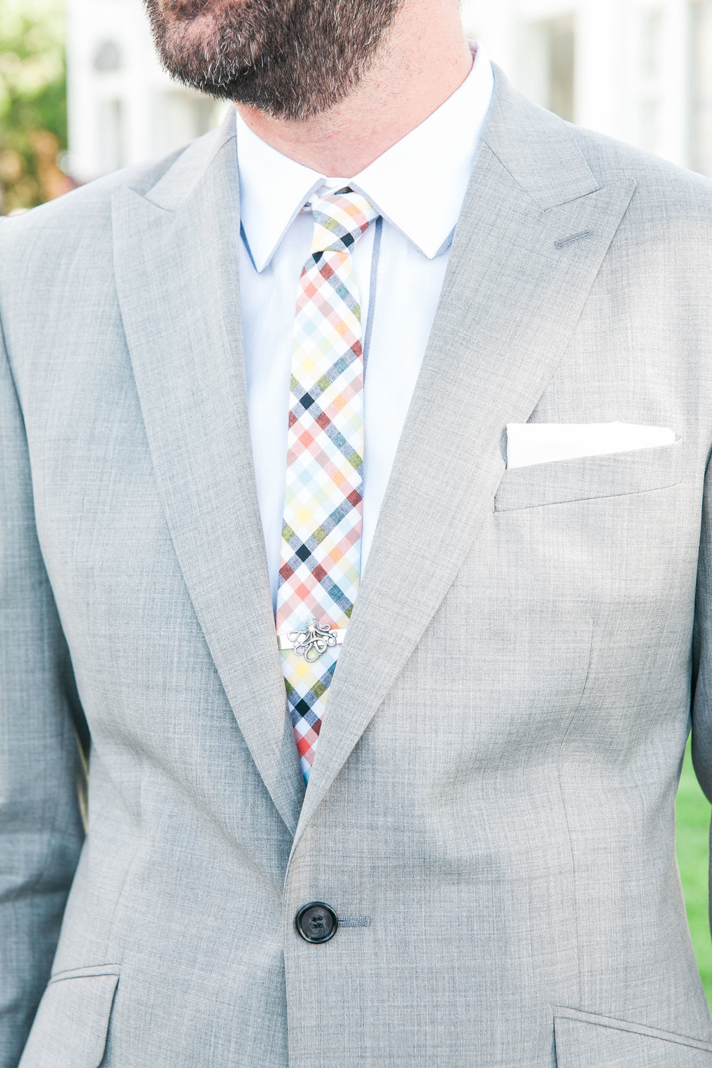 Detail photo of guests outfit at summer wedding