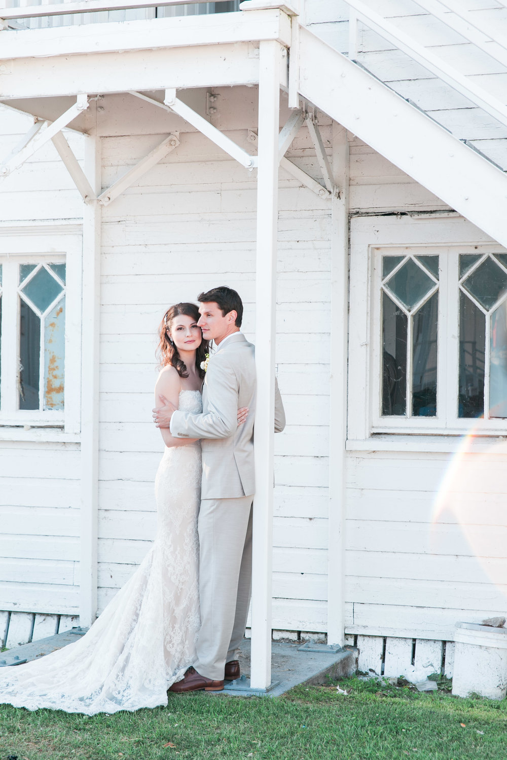 Bride and groom photos at the Royal Canadian Yacht Club