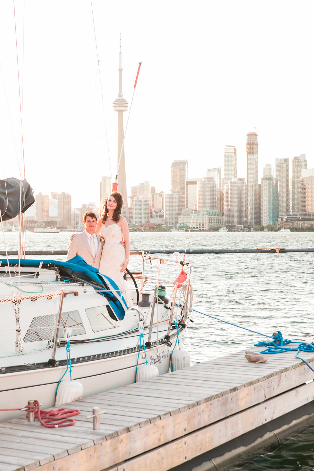 Sunset photos of the bride and groom in Toronto
