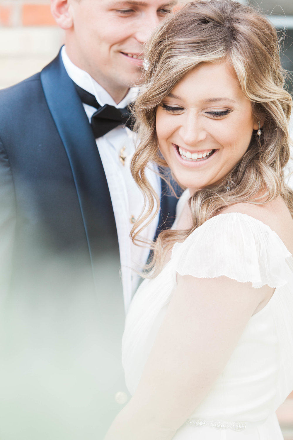 Bride and groom portraits in Southern Ontario