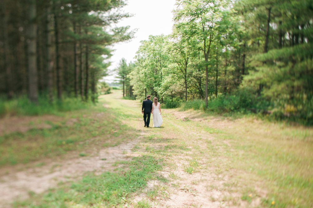 Wedding couple photos in Ontario forest