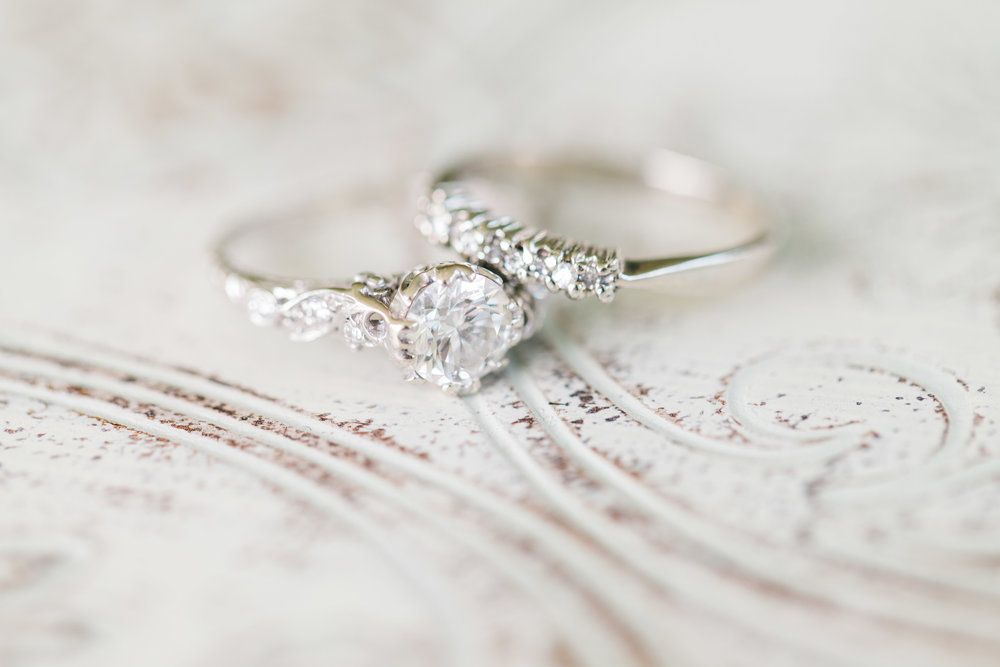 Vintage looking engagement ring and wedding band