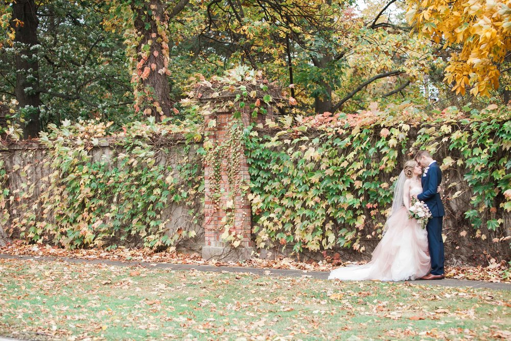 Fall photos of bride and groom in Niagara