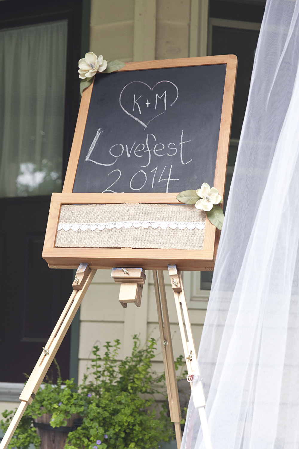 DIY wedding decorations for backyard wedding