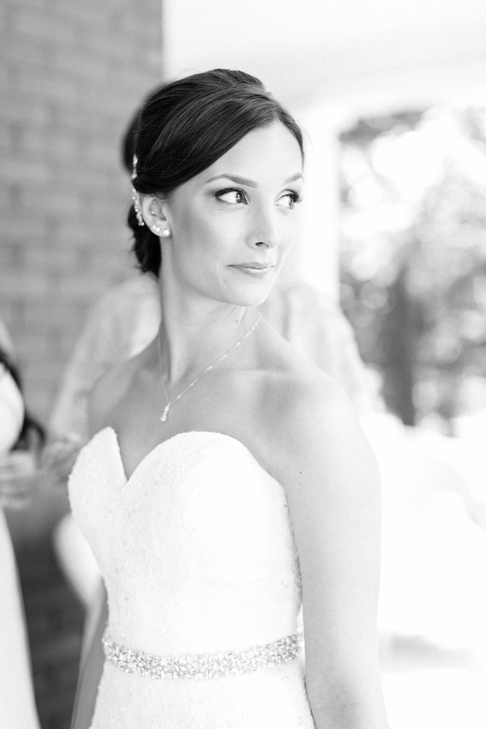 Bride getting ready at Knollwood Golf Club in Ancaster, Ontario