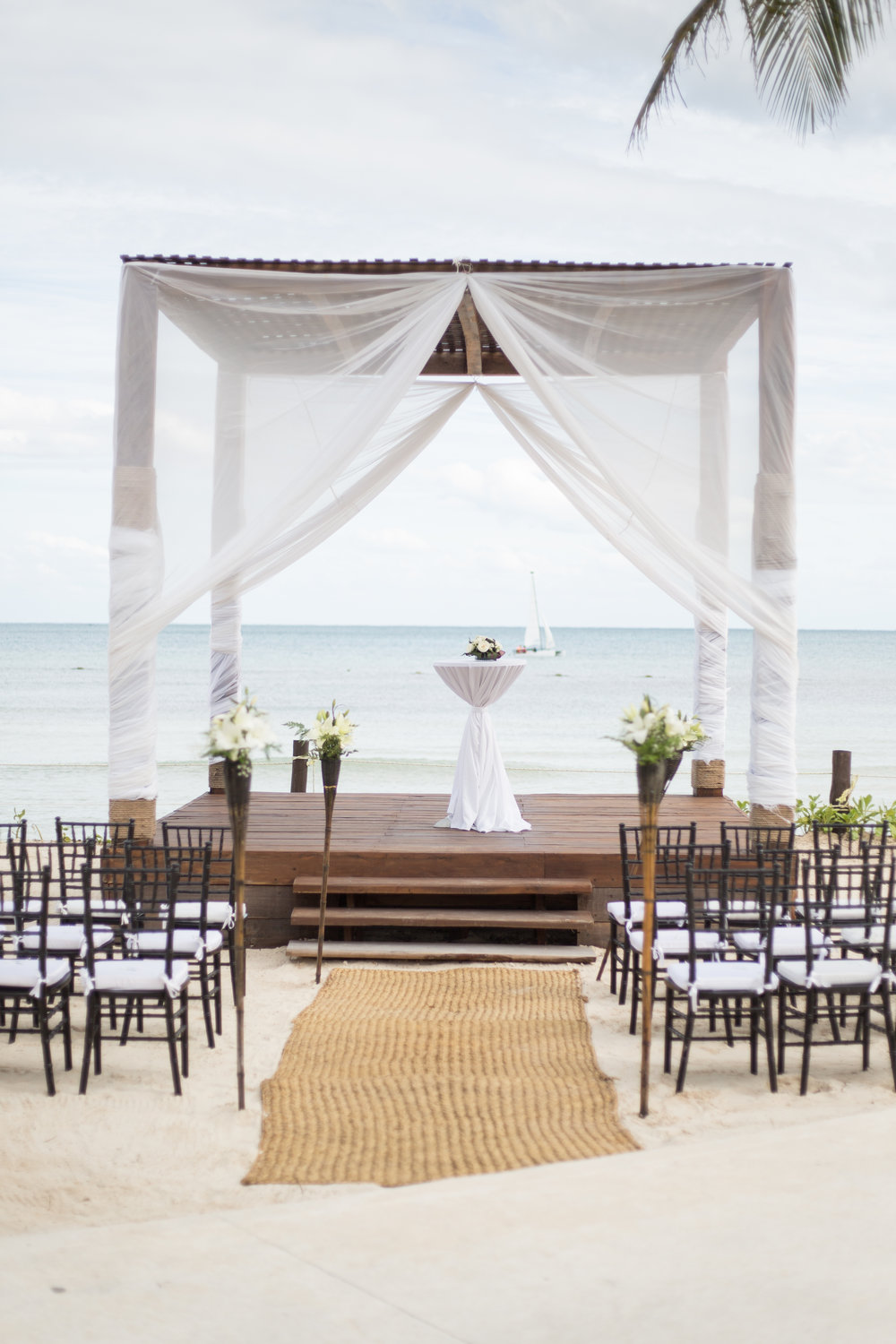 beach ceremony in mexico
