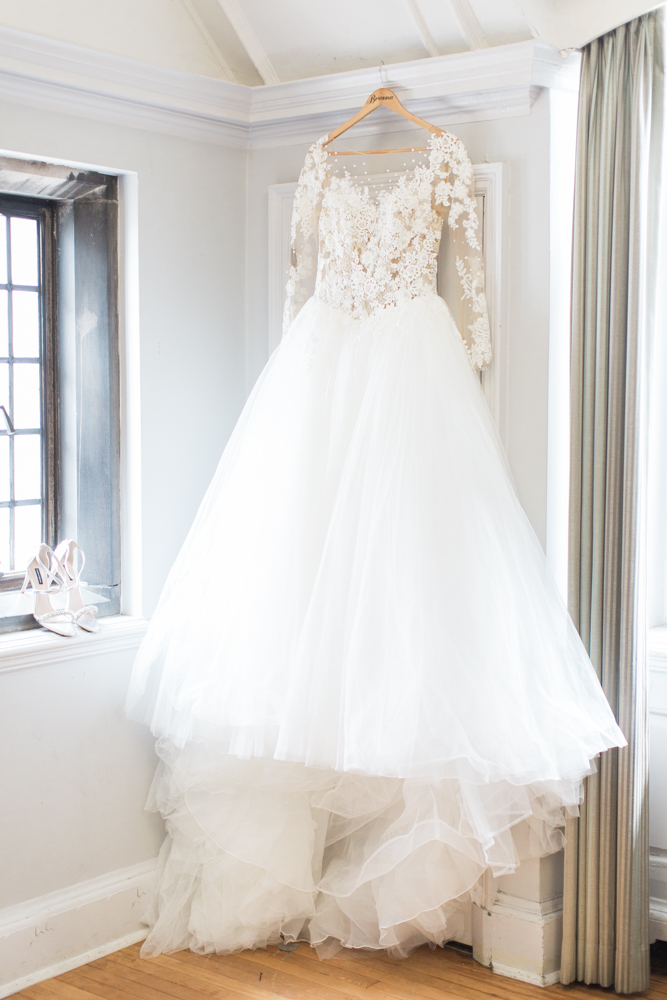 lace hayley paige wedding dress