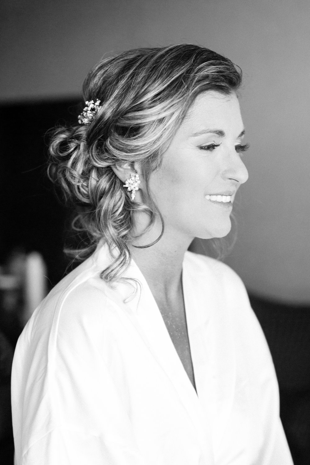 bride getting ready in Ajax, Ontario