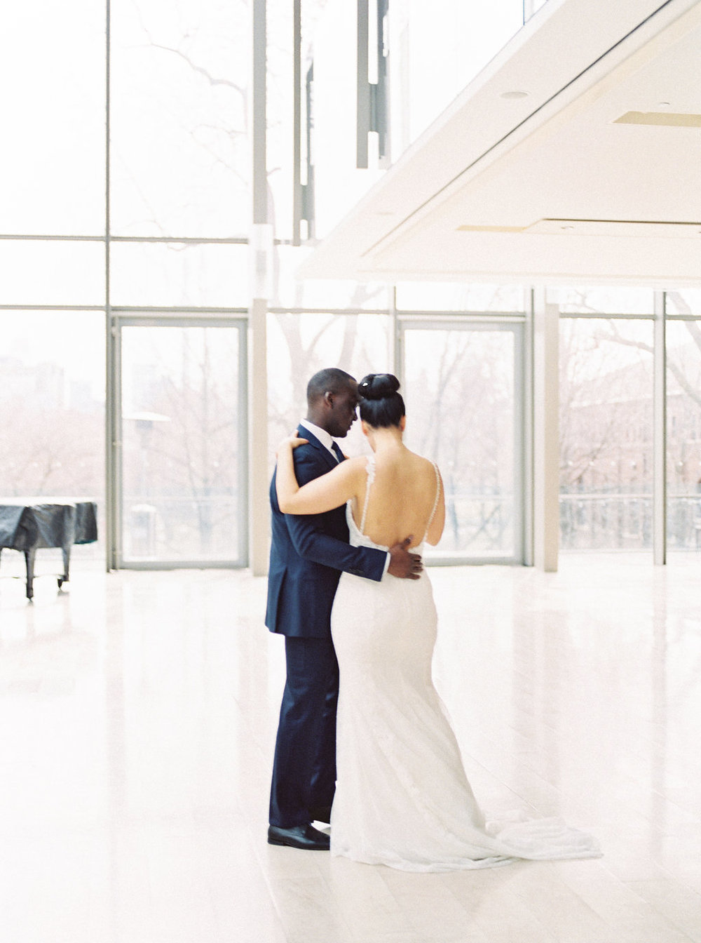 couple's first dance photos