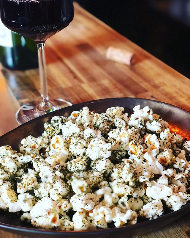 If you can't get enough of the Berlinale feeling, we have a great place to discuss films with great natural wine and our special furikake popcorn #berlin #berlinale #weinbar #kreuzberg #neukölln #amazingfood #barfood #nightlife #barlife #cinema #films #naturalwine